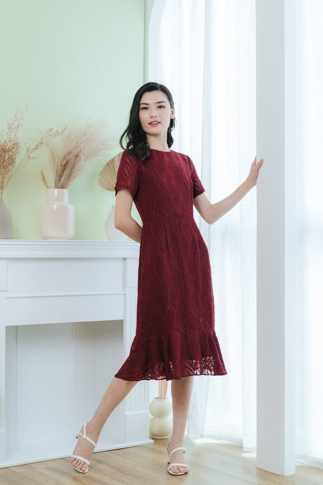 Jacie Leafy Textured Midi Dress in Wine