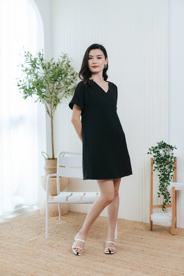 Lucille Tabbed Sleeves Shift Dress in Black